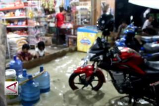 Pemukiman Warga Kota Bula diterjang banjir