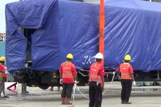 Dua rangkaian LRT tiba di Palembang
