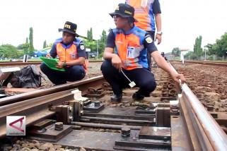 KAI Cirebon lakukan perawatan dan perbaikan kereta