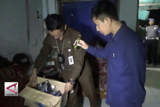 Operasi Pekat, ratusan botol Miras diamankan