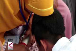 Anak Basuh Kaki Orangtua di Lapas Banda Aceh