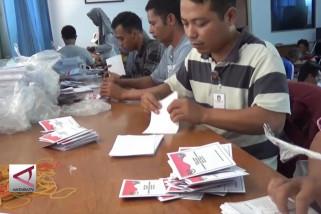 KPU Madiun lakukan pelipatan surat suara Pilgub