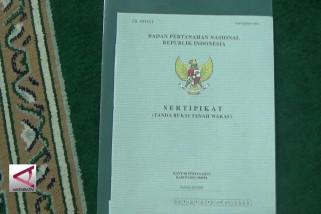 Presiden bagikan 510 sertifikat tanah wakaf