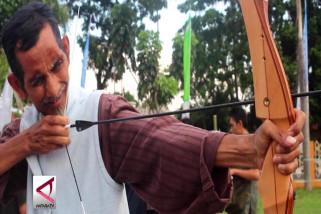 Latihan memanah, ngabuburit sekaligus ajang menjaring atlet