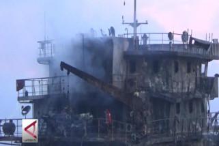Kapal pemasok bbm ke Banjarmasin  terbakar