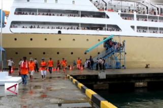 Pemudik ramaikan Pelabuhan Yos Sudarso Ambon