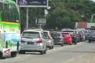 Antrean kendaraan menuju wisata Pantai Anyer capai 8 Km