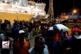 Pemudik sesaki Pelabuhan Ambon