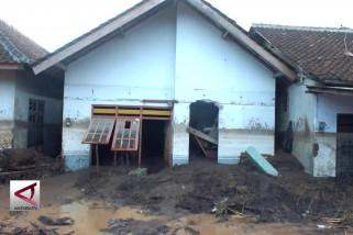 Ratusan rumah diterjang banjir bandang