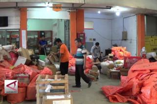 Pengiriman Paket Pempek Melalui Pos Tembus 12 Ton