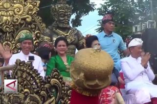 Presiden Jokowi lepas pawai kesenian bali