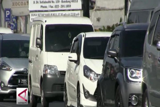 Ribuan kendaraan padati jalur wisata Lembang