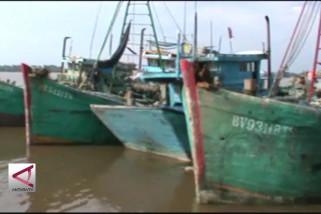 Curi ikan di Natuna, 10 Kapal Ikan Vietnam ditangkap