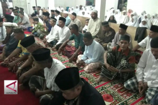 Jemaah Naqsabandiyah rayakan Idul Fitri lebih awal