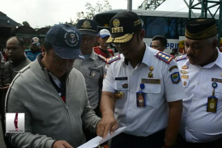 Menyemangati Petugas dan Relawan di Terminal Leuwipanjang