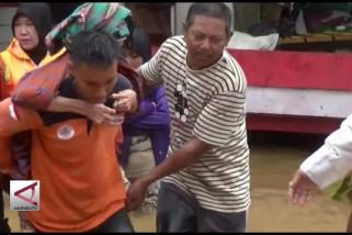 Sungai meluap, puluhan rumah terendam banjir