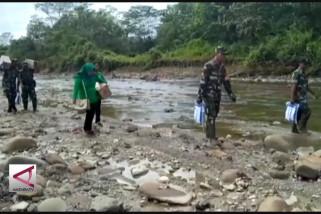 Kodam Pattimura salurkan bantuan bagi Suku Mausu Ame