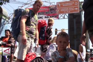 Penurunan wisatawan ke Lombok lebih kecil dibandingkan Bali