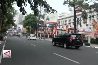 Belasan ribu warga siap 'Beberes Bandung'