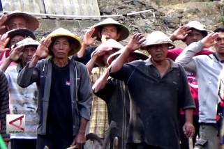 Petani dan pedagang keliling peringati upacara Hut RI