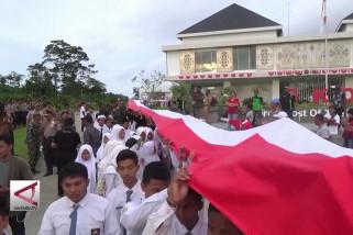 Pembentangan 1,5 km merah putih di perbatasan RI-Papua Nugini