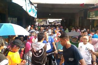 Video - Sandiaga blusukan di Pasar Wage Purwokerto