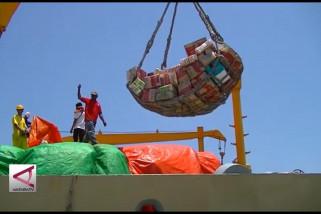 Kapal Pelni Tilongkabila angkut 18 kontainer logistik untuk Palu