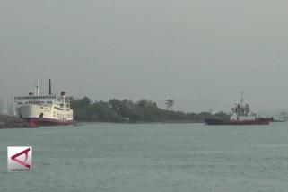 KMP Mitra nusantara kandas di perairan Merak