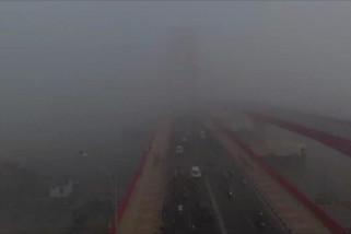 Kabut asap tebal menyelimuti Kota Palembang