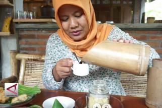Kopi Bumbung, sensasi menikmati kopi dari termos bambu