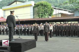 Dua polisi korban konflik oksibil diberi kenaikan pangkat