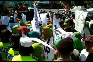 Video : Tenaga honorer Kudus kembali demo tuntut diangkat PNS