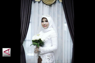 Intan kenakan busana pengantin untuk korban Lion Air