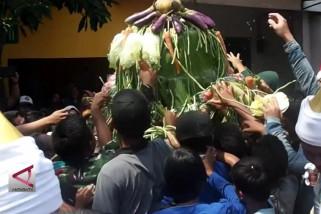 "Warga rangkah Surabaya suguhkan ""Grebeg Maulud"""
