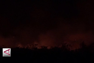 Petugas terus padamkan kebakaran lahan gambut di Aceh Barat
