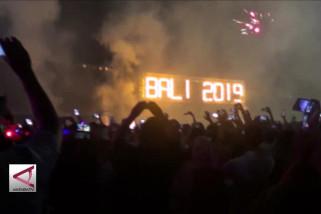 5 Ribu kembang api hiasi langit Bali