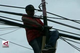 Pemkot Malang tertibkan kabel tak bertuan