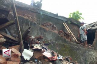 20 Rumah di Jember ambruk akibat angin kencang