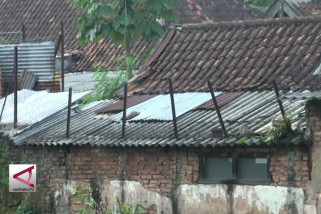 Pemkot Bandung larang penggunaan asbes pada bangunan
