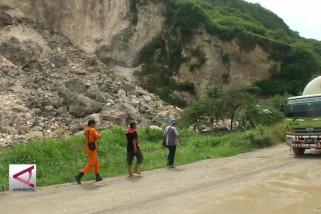 Tim SAR cari korban longsor gunung kapur