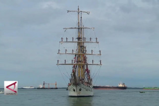 KRI  Dewaruci sandar di Pelabuhan Semayang Balikpapan