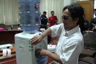 Dispenser bersuara  karya mahasiswa UPI