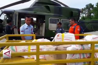 Pengiriman surat suara  ke Mahakam Ulu dengan helikopter