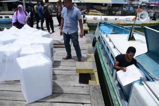 Logistik pemilu  untuk 5 desa  di Pulau Buru