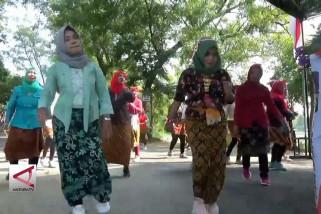 Rayakan Kartini, ibu-ibu Magetan senam pakai kebaya
