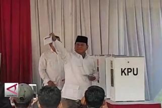 Prabowo gunakan hak suara di TPS 041 Bojong Koneng