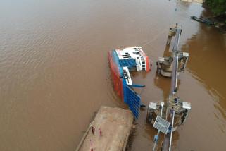 Kapal Feri penyeberangan Sunyat - Sungai Asam terbalik