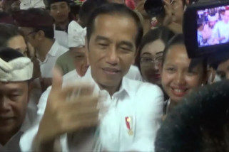 Presiden borong aneka buah di Bali