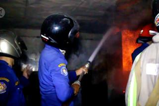 Pabrik arang ekspor di Cirebon ludes terbakar