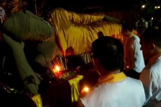 Prosesi pembakaran patung Buddha warnai Waisak
